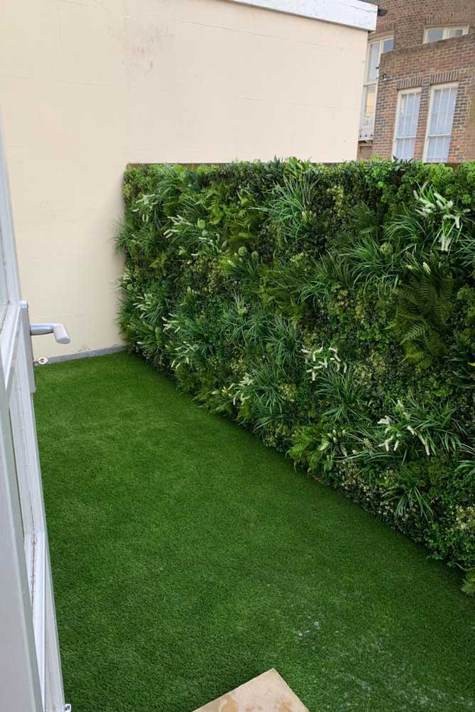 Artificial Green Walls by Easigrass | The Sussex Artificial Grass Company